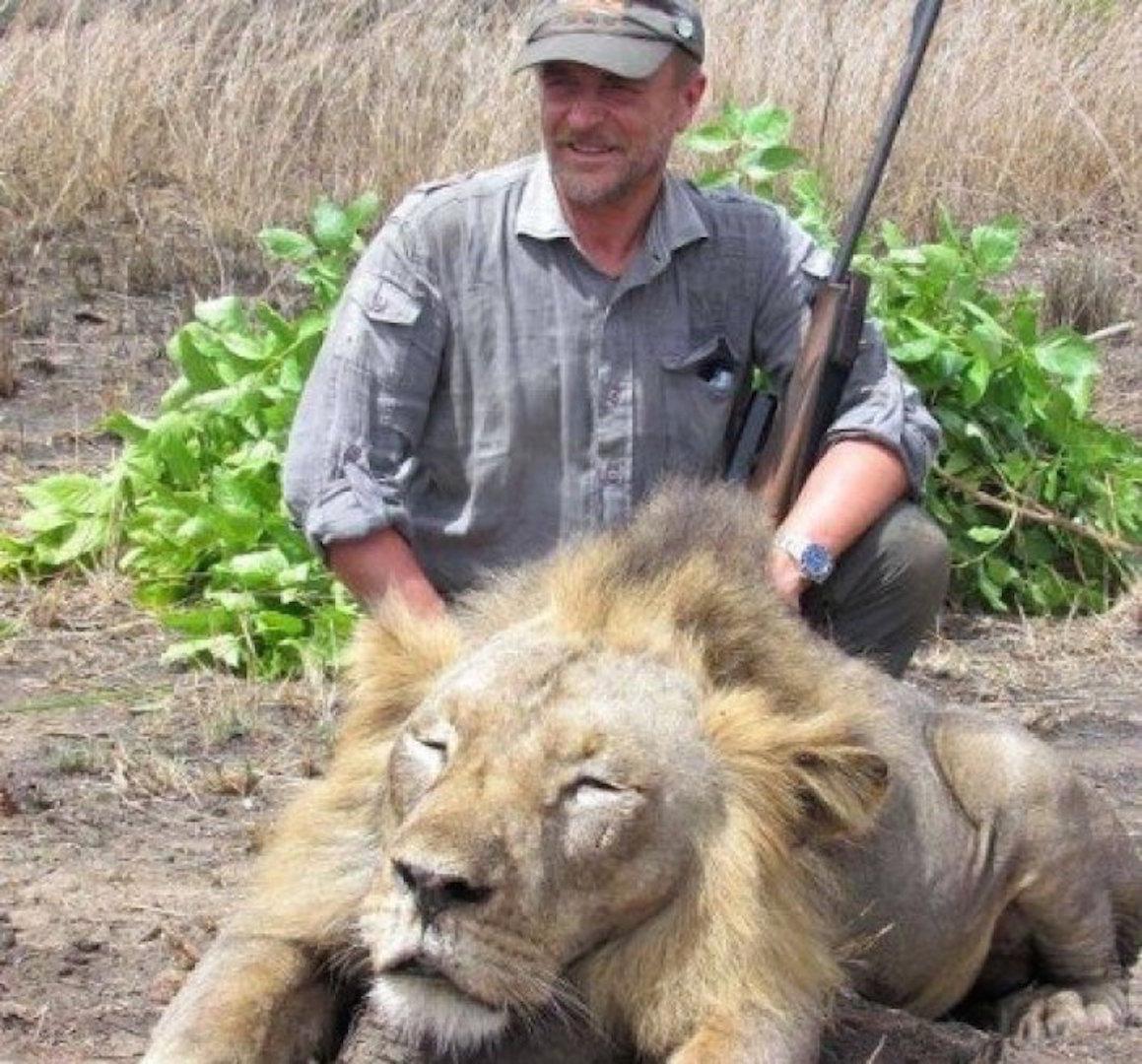 Luciano-Ponzetto-veterinaire-chasse-lion-chute-mortelle-1