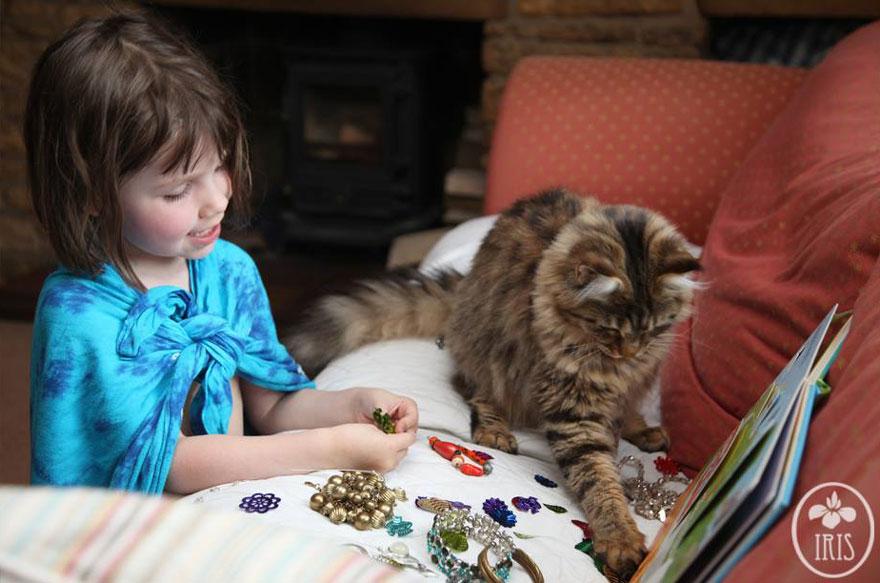 thula-therapy-cat-autistic-artist-iris-grace-8