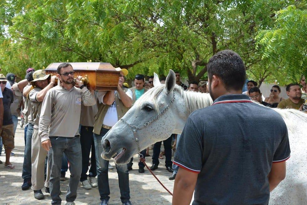 horse_sereno_funeral_1