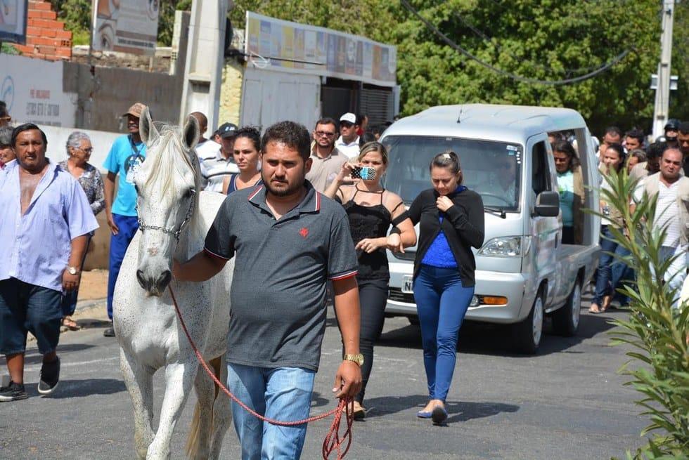 horse_sereno_funeral_3